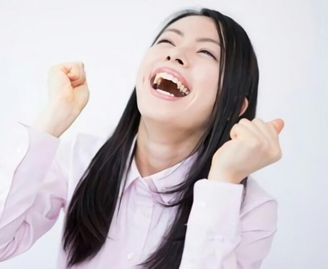 大喜びをしている女性