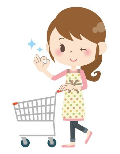 お得に買い物をする女性
